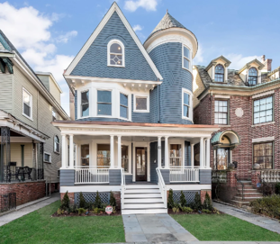Flipping houses in Jersey City, NJ is an attractive opportunity, especially when you consider Jersey City's proximity to New York City. Home Buyers in the city can reap the benefits of the big city, while also having the luxury of a more family-friendly neighborhood.
