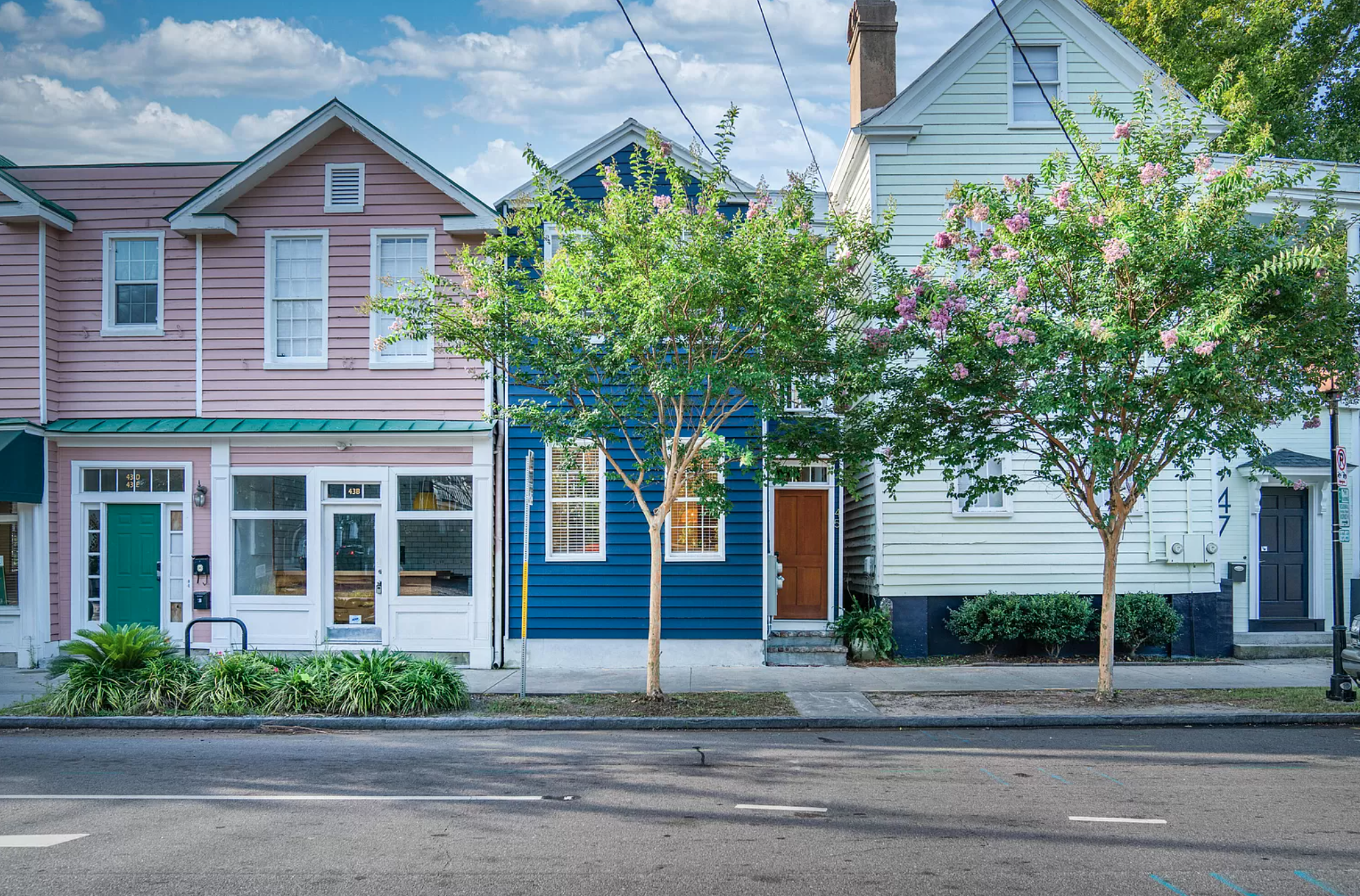 House flippers in Charleston should be greatly intrigued to check out this month's featured flip; a single-family fix-and-flip from one of our experienced borrowers who was able to turn their investment property into a beautiful fixer-upper project.