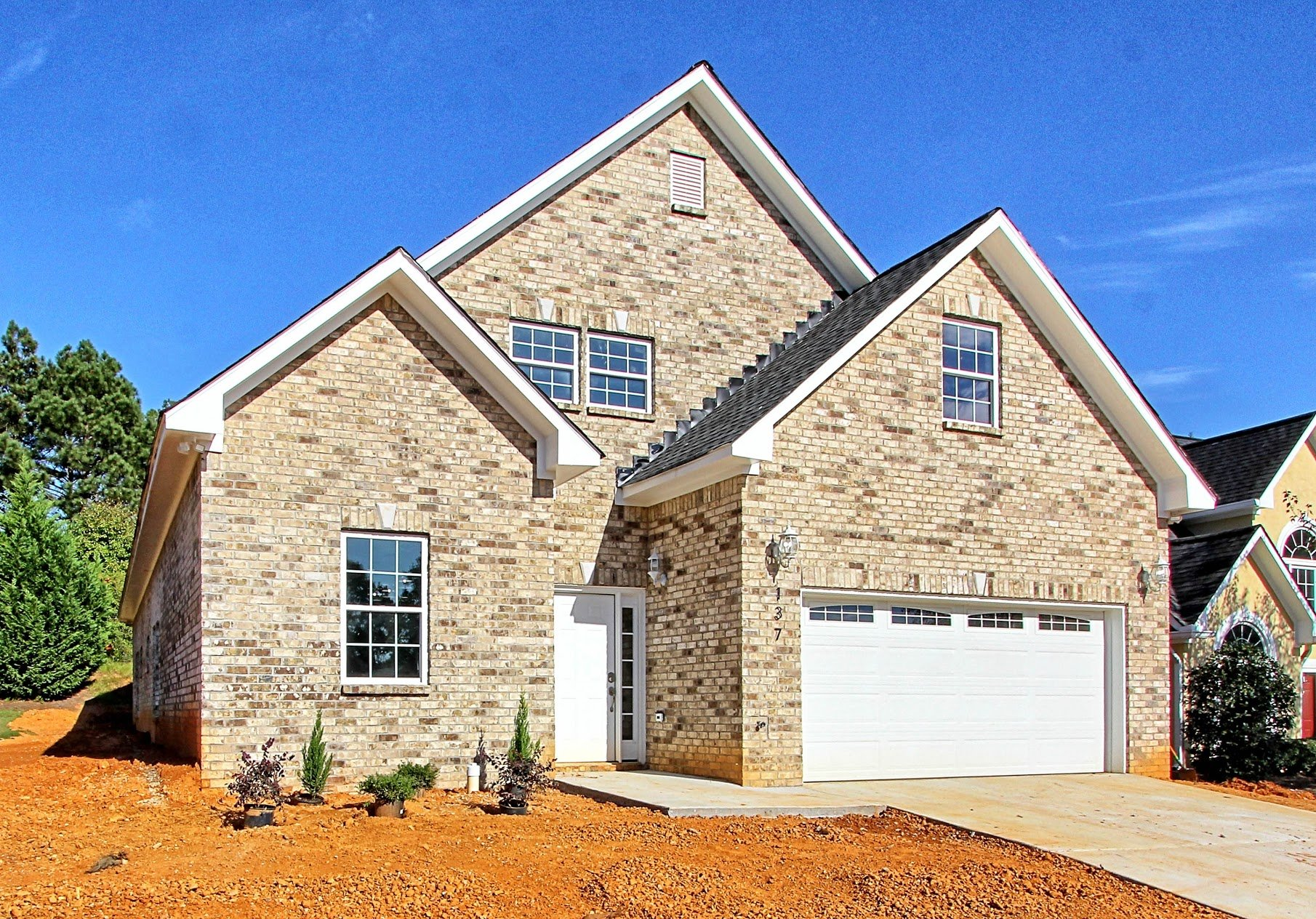 Building new houses in Georgia is advantageous not only in major cities like Atlanta, but also in suburbs throughout the state such as Stockbridge.